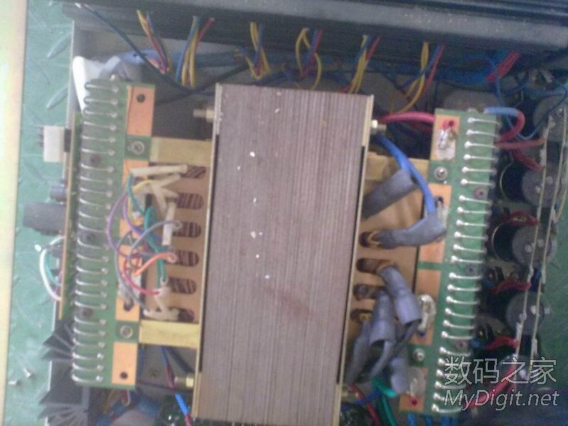 两边是两排整流二极管,采用多二 没有使用大功率整流桥   省了不少图片