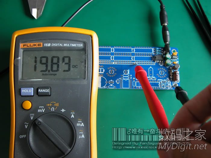 输入采用5v直流,看一下焊接好的高压部分升压电路特写(下面的照片