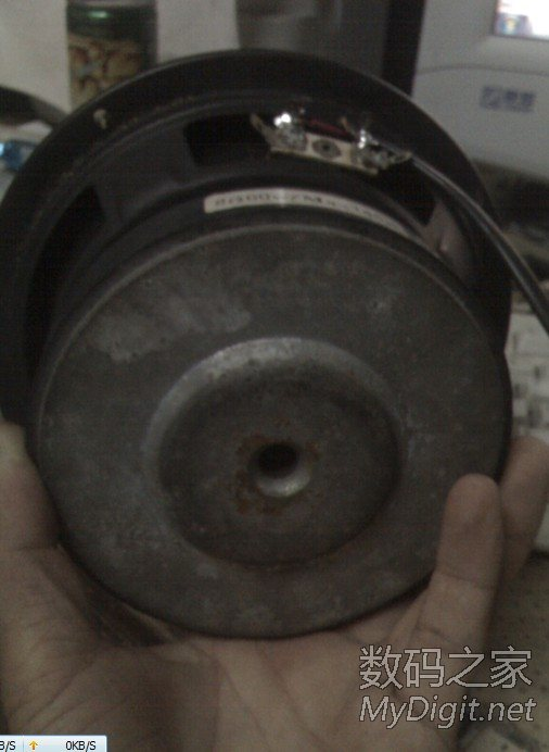 汽车低音炮里拆的喇叭很强悍高清图片