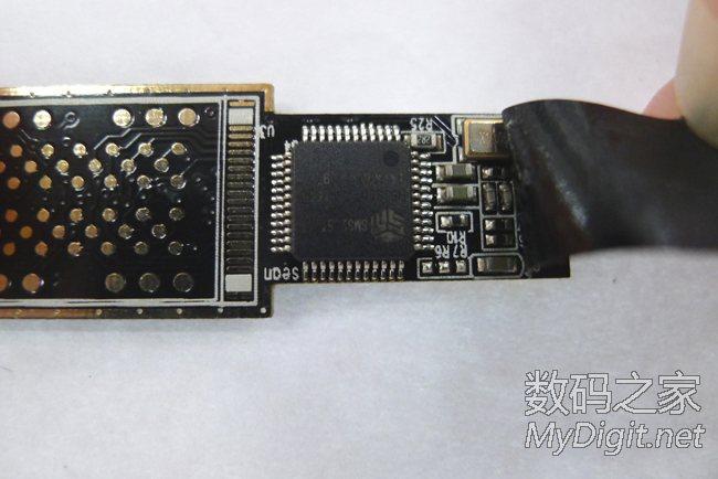 ,出现慧荣SM3255AB主控芯片,这里胶布是为了防止和U盘的接口短