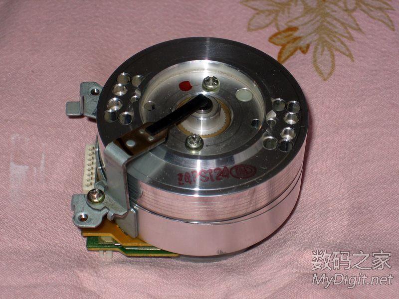 磁头信号放大器-当年风靡一时 拆解日立VT M747E录像机图片