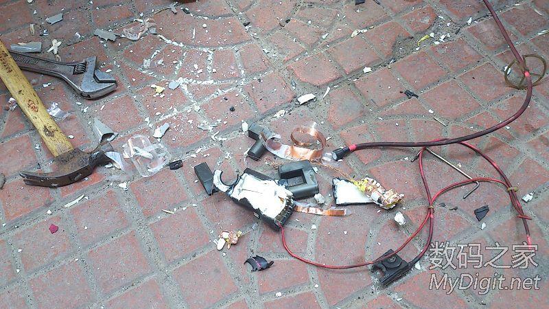 暴力分解一个电视机高压包.康佳原装的高清图片