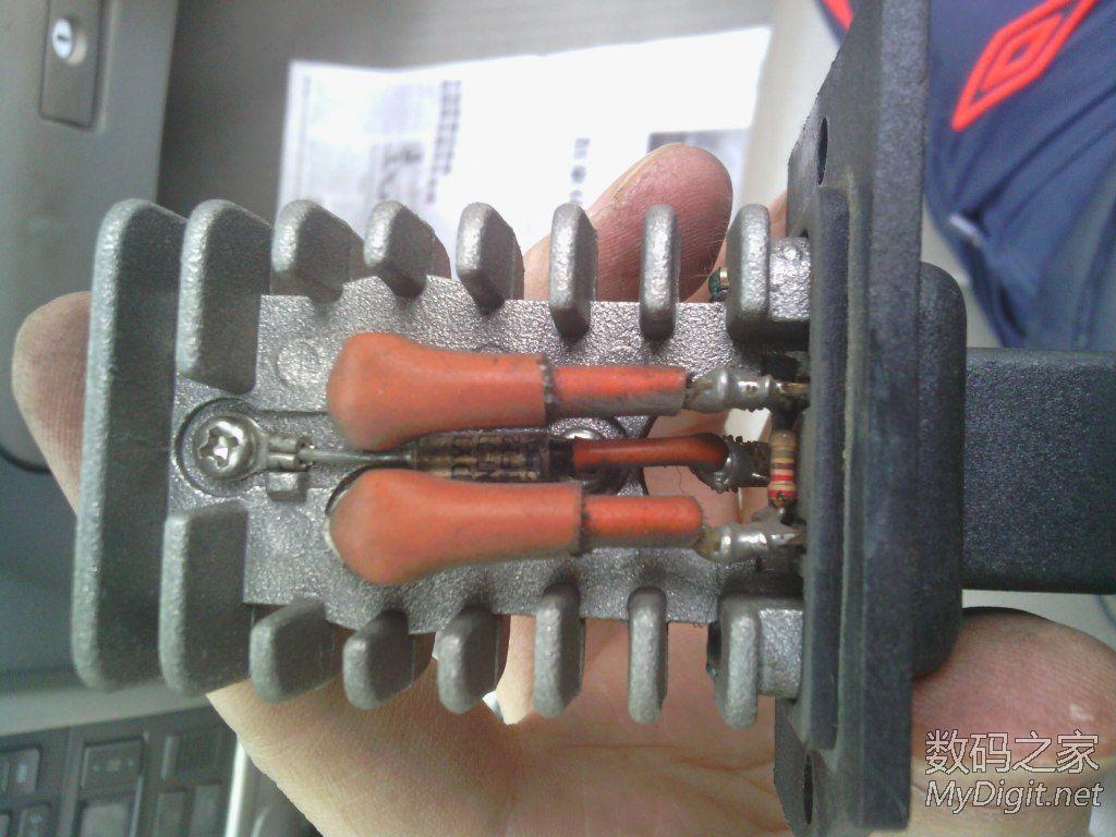 类 拆汽车上的鼓风机调节器 鼓风机电阻 ,主要就一个达林顿管,怎高清图片
