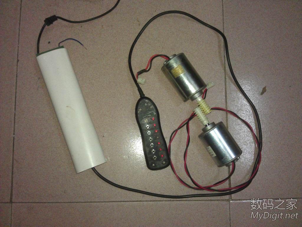 可以两个电钻同时转,也可以一个转,大电机可以控制正反转(因为要图片