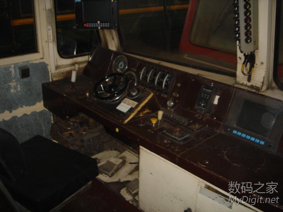 电力机车 火车头 内部照片 讲解