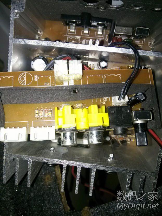 拆 6寸 12v汽车低音炮 和 220v家用低音炮 功放高清图片