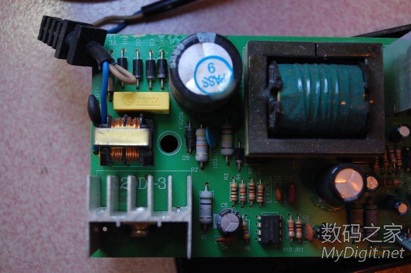 芯片为LM324L 4运算放大器   背面   主滤波电容400V 68UF   主板背面