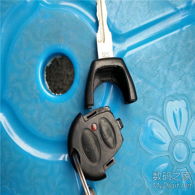 锁孔被堵 拆奇瑞QQ遥控钥匙换电池高清图片