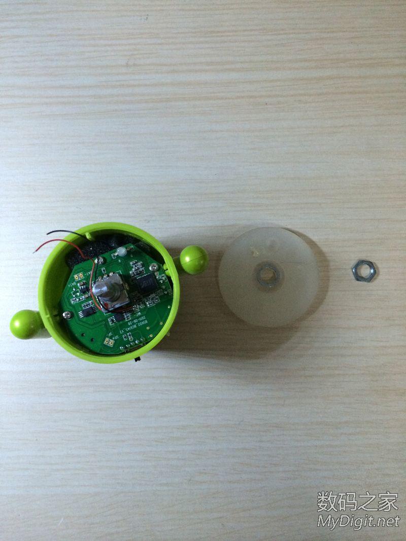 小音响线子断了怎么接-上图就是用力太大,扯断的,得用烙铁焊下了   音箱上盖,音箱的帽子