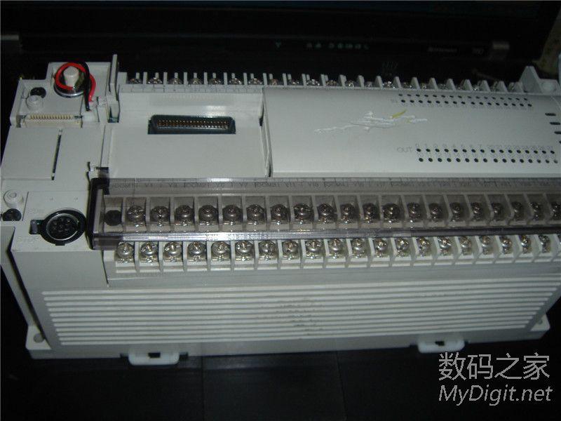 出三菱PLC FX2N 64MR