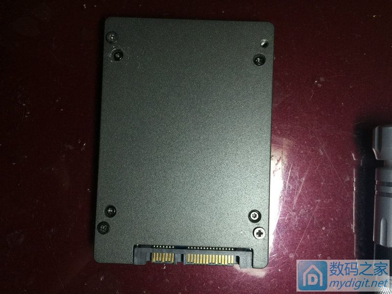 2013年买的金士顿SSD, I2015年就挂了,拆了给大家看看看
