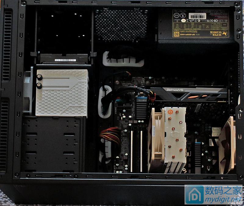 简洁的机箱内部、隐身的SSD