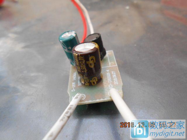 这款led驱动电源用的是哪家公司生产的电解电容?