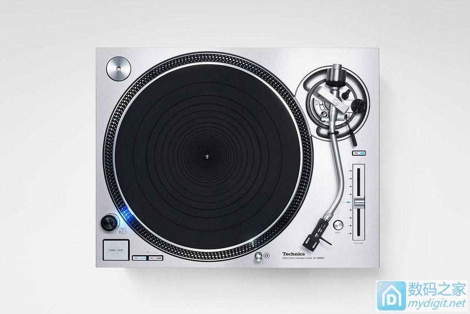 少了沙沙声还算正宗货么?松下发布无铁芯直驱纯音黑胶唱机