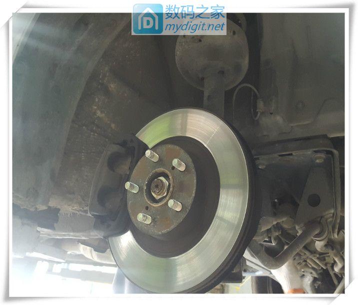 轮胎也要拆,给拆卸方向机做准备