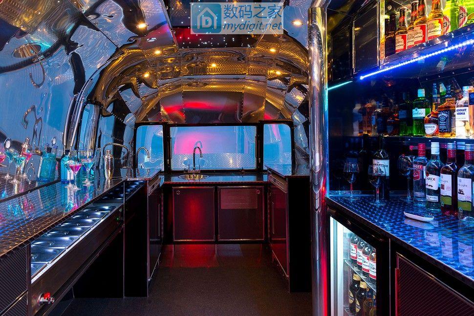 万恶资本主义 行走在万里大道上的移动酒吧Apollo 70 Airstream Bar