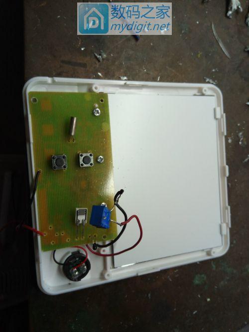 拆开加上温度电阻前再加上一可变电阻及电脑主析上拆的晶振换上