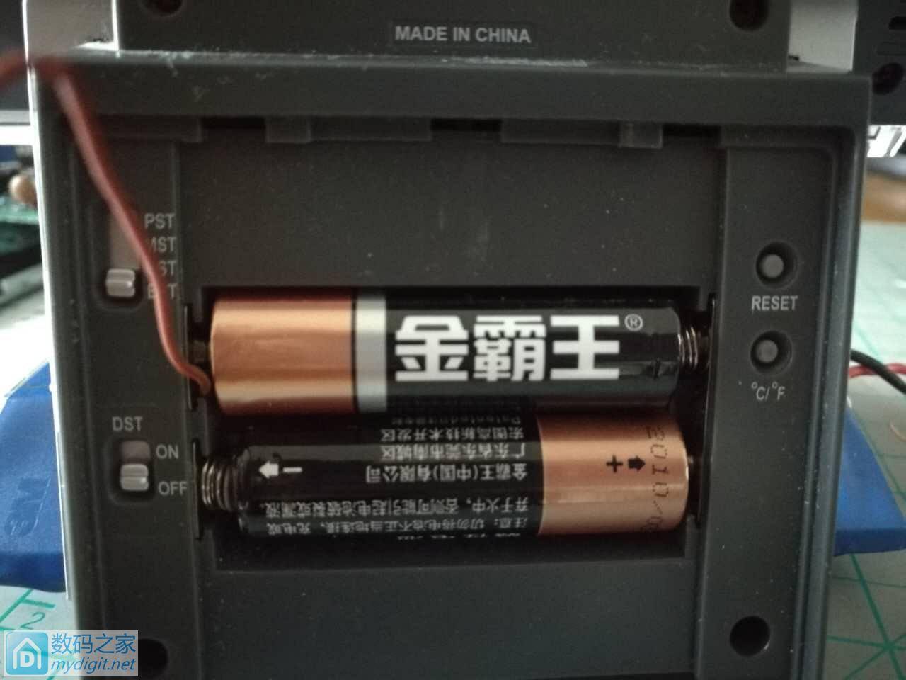Brookstone液晶电波钟不能用锂电池供电