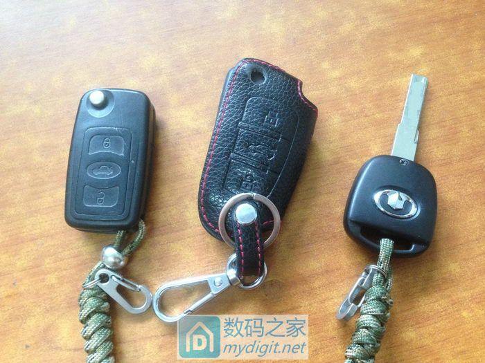 给汽车遥控钥匙换电池演变成维修高清图片