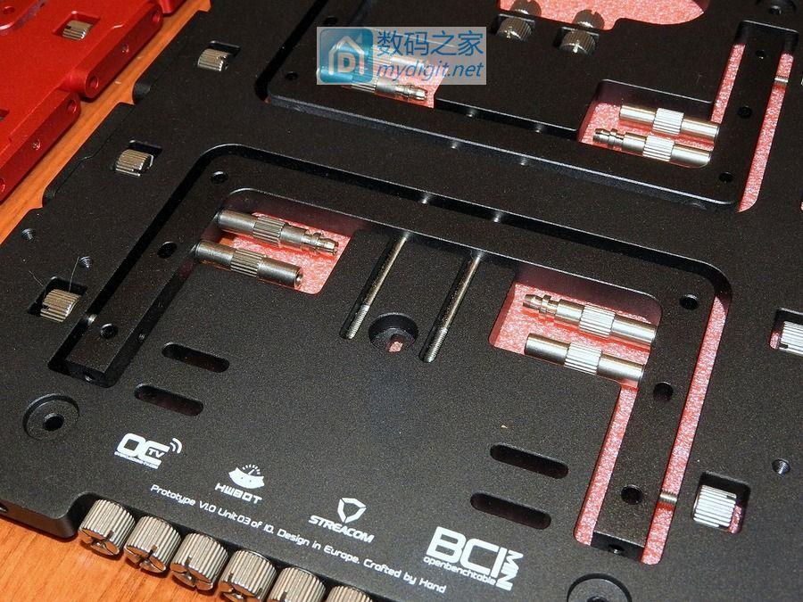 被压扁的哑铃?BC1 MINI 无上装菜板式电脑机架来了