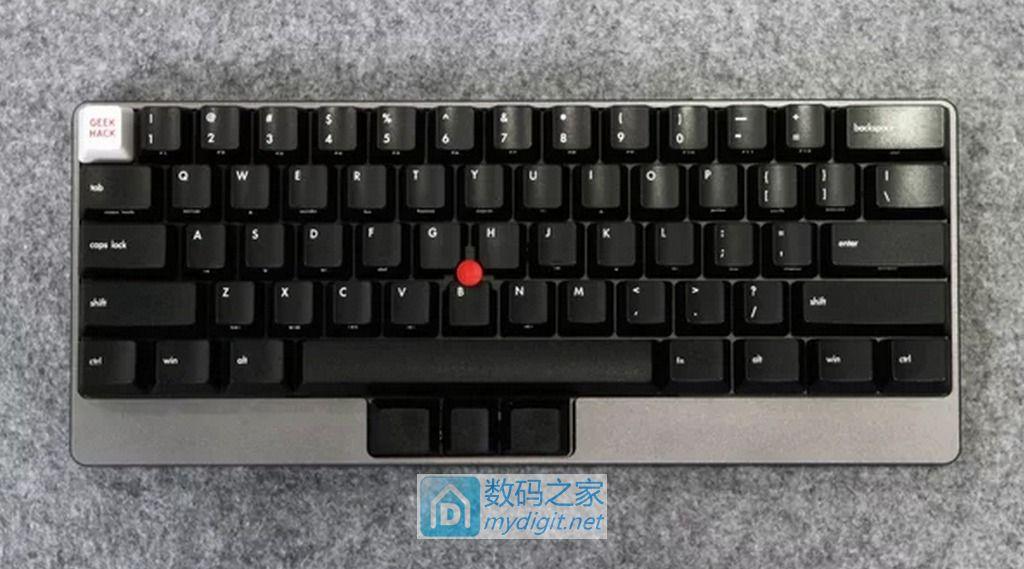"""让你叫绝的不止有颜值 """"小红点""""机械键盘Yoda II现身台北"""