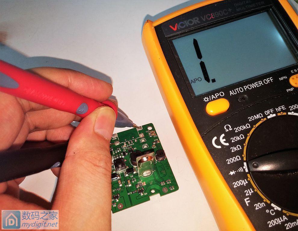 魅色双槽充电器详细结构原理剖析+充电宝功能异常输出问题分析+设计缺陷修复