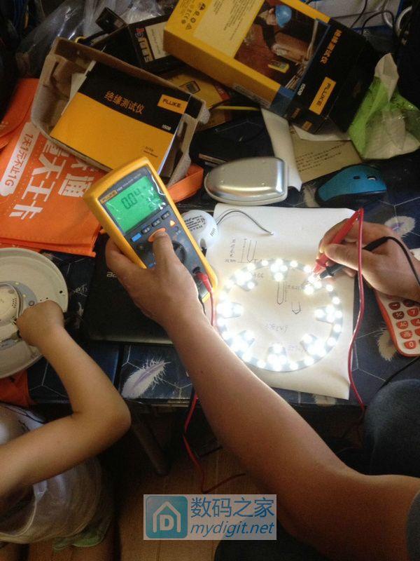 发现用电子摇表测LED灯简直是绝配
