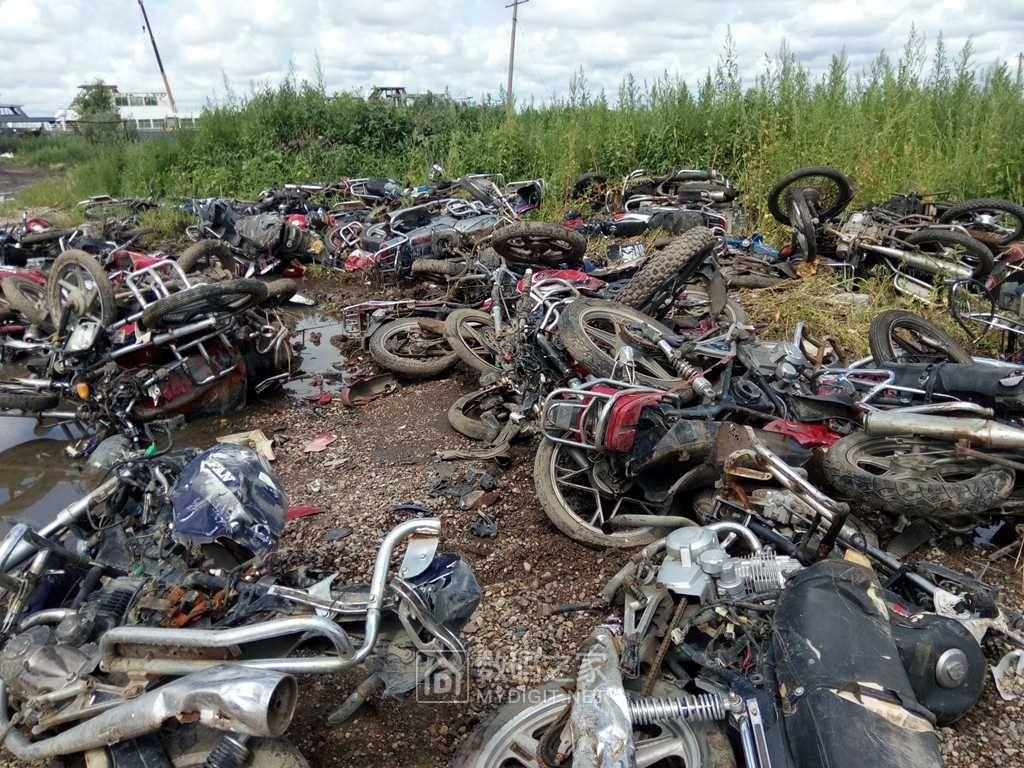 吓着我 了,荒郊野外偶遇摩托车群!