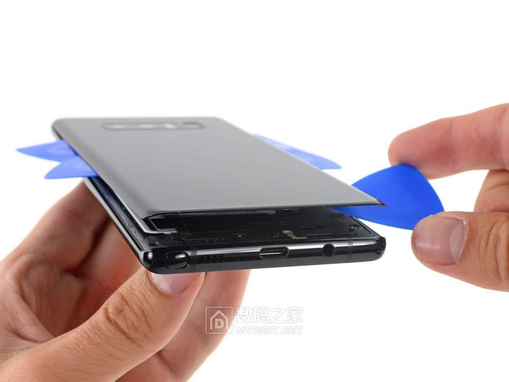 看到电池那刻我舒了口气三星新机皇 Galaxy Note8 粉碎性拆机