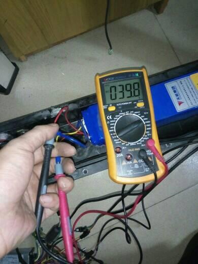 求助看下这个36V电动滑板车故障怎么修