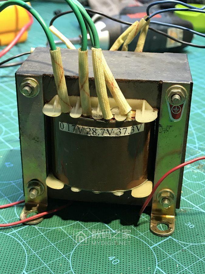 拆了一个故障可调电源。里面的变压器还是过得去的