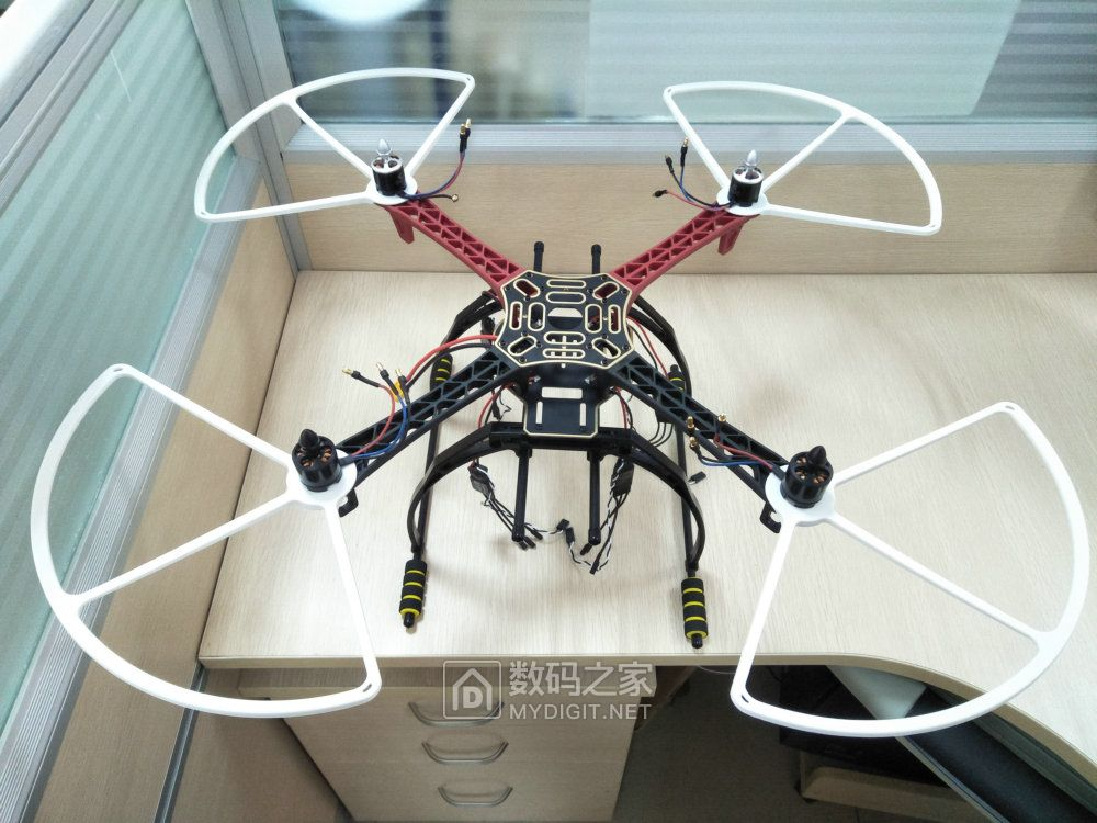 组装简易无人机模型