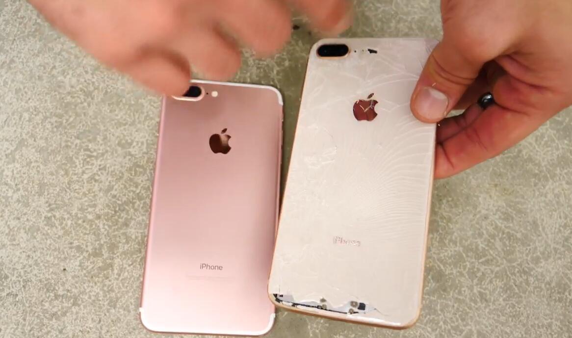 苹果iPhone 8 Plus跌落测试 世界最硬玻璃有多耐摔 数码前沿