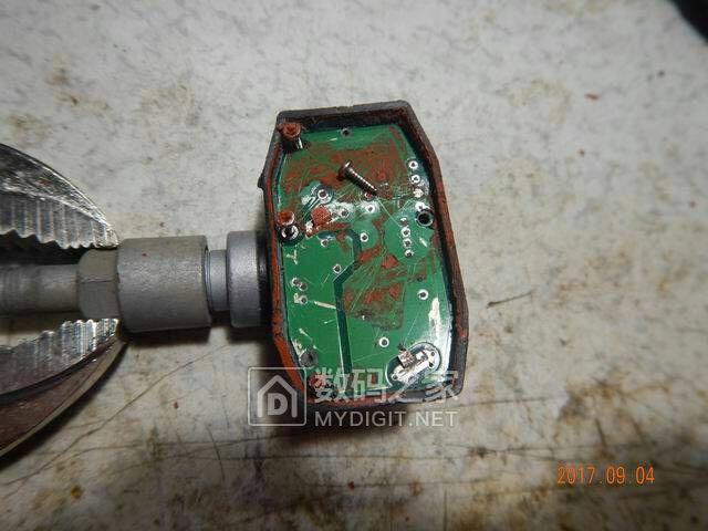 内置胎压监测拆解并更换电池