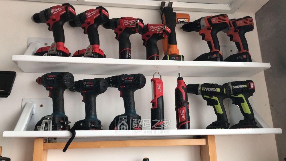 周末安装墙壁挂架,整理工具