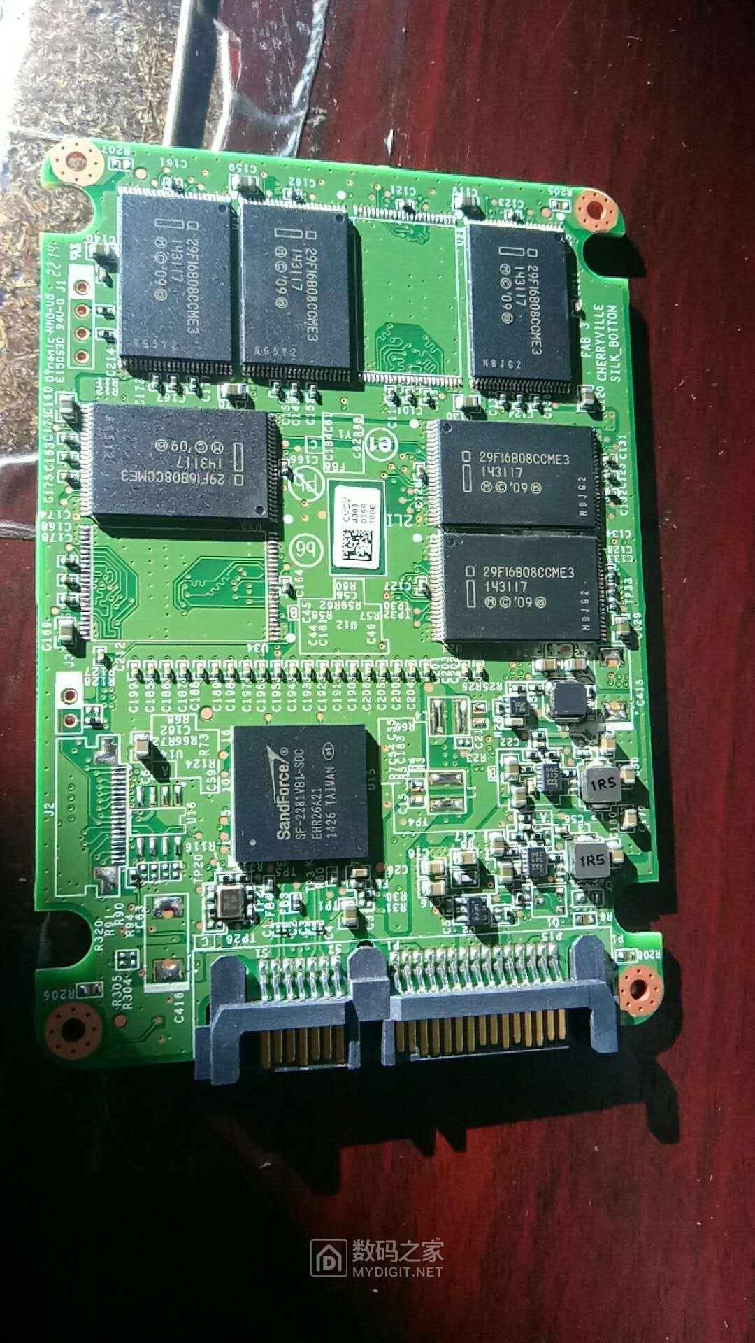 全新Intel SSD 520拆了看看颗粒是不是5000PE的