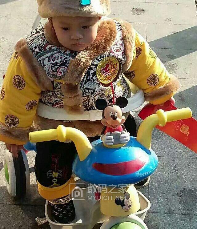 中国娃娃骑上单车送福去
