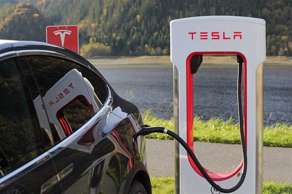 特斯拉开了30万公里后 电池健康度仍90%+
