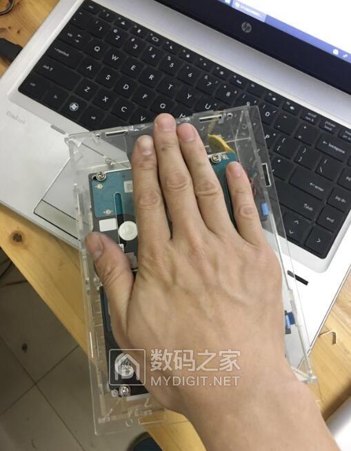 2盘位 黑群 2.5寸笔记本硬盘位。家用迷你型。DC12V供电