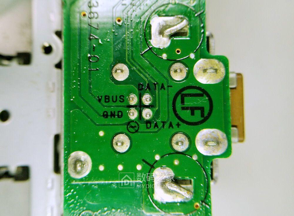 改斯巴鲁森林人车机面板,加前置USB口,看来是预留位