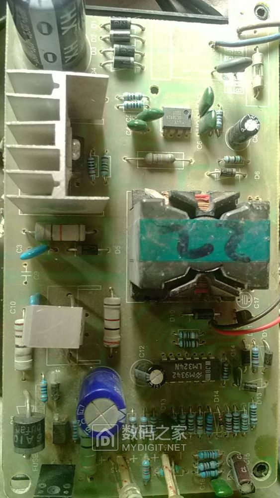怎么电动车充电器有两个光耦?