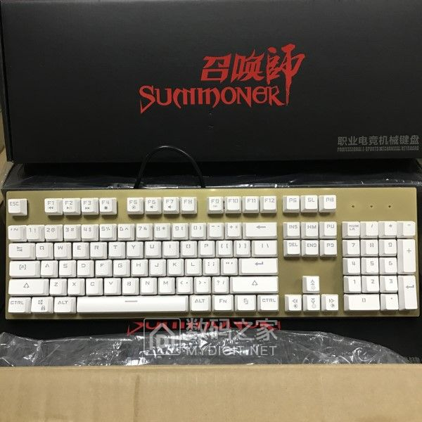 混光青轴机械键盘全新