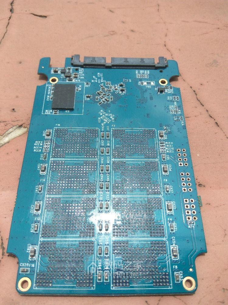 请教这个板子SM2246EN的CE跳线怎么弄?