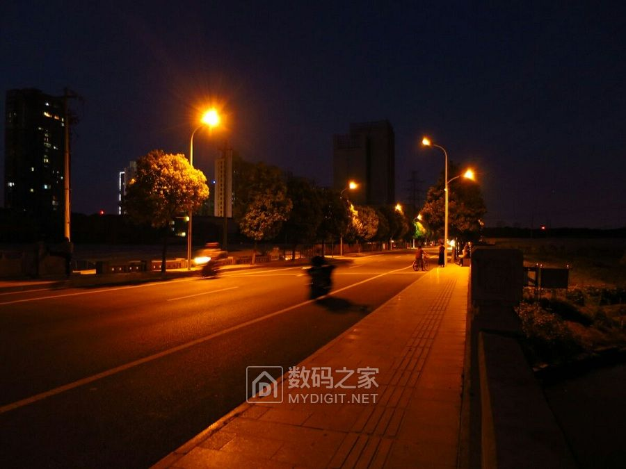 夜骑小城之夜