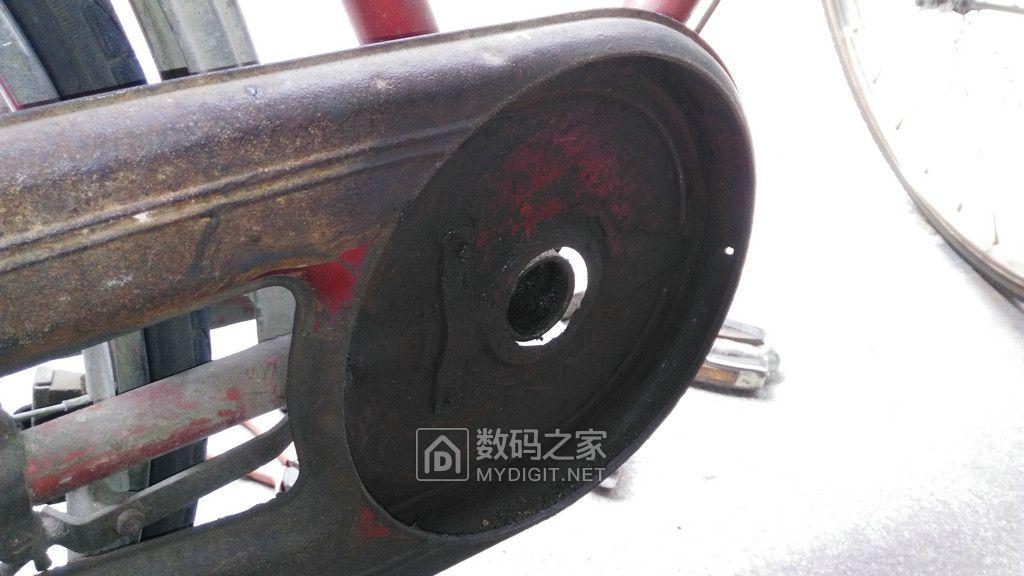 修理年迈的旧单车