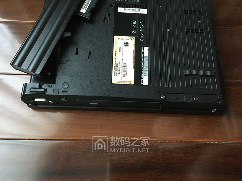 出IBM ThinkPad R50e笔记本电脑