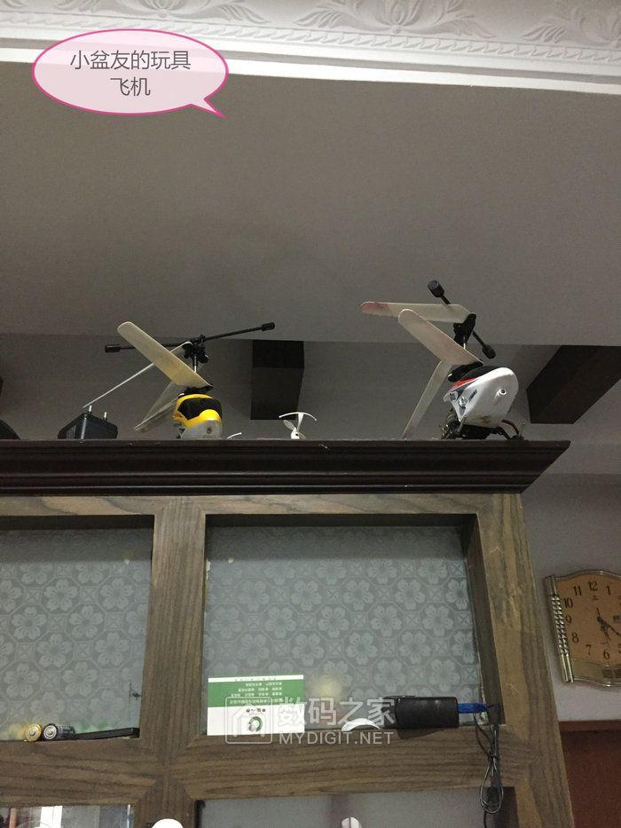 小盆友的玩具飞机(应该是大朋友玩给小盆友看的)