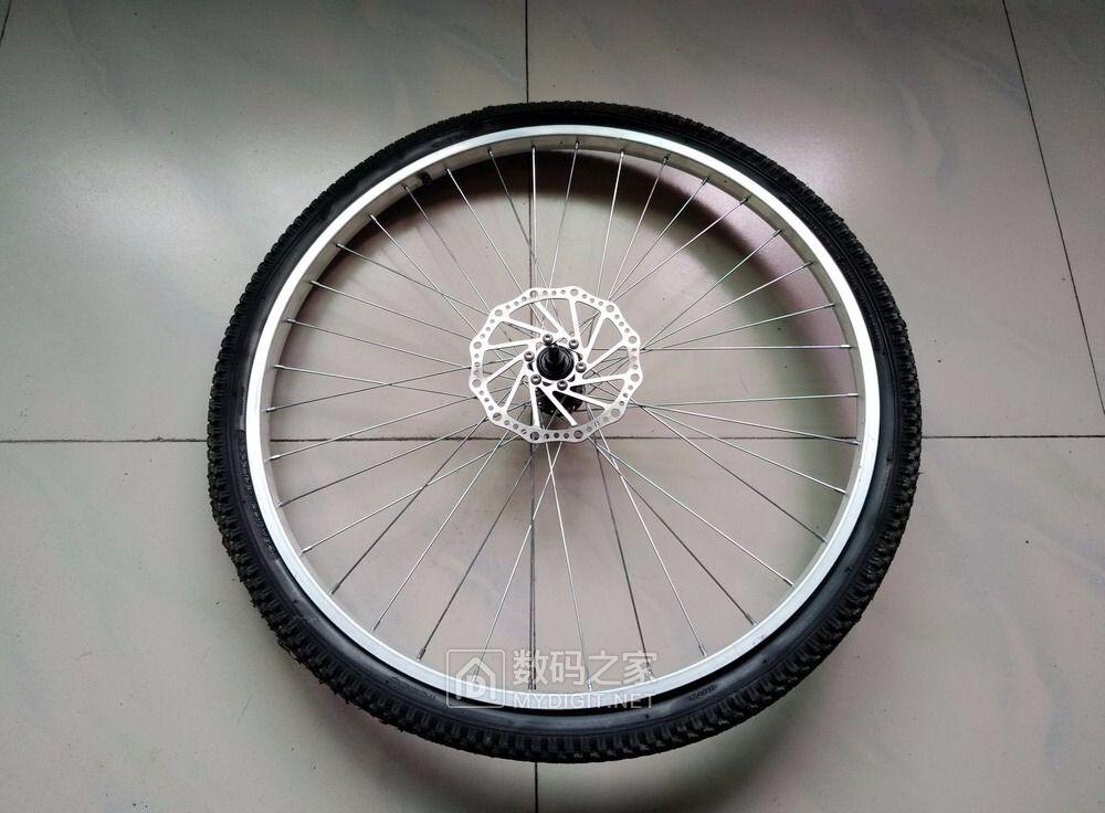 自行车爆胎了!请教大家一下,外胎这样还能补么?