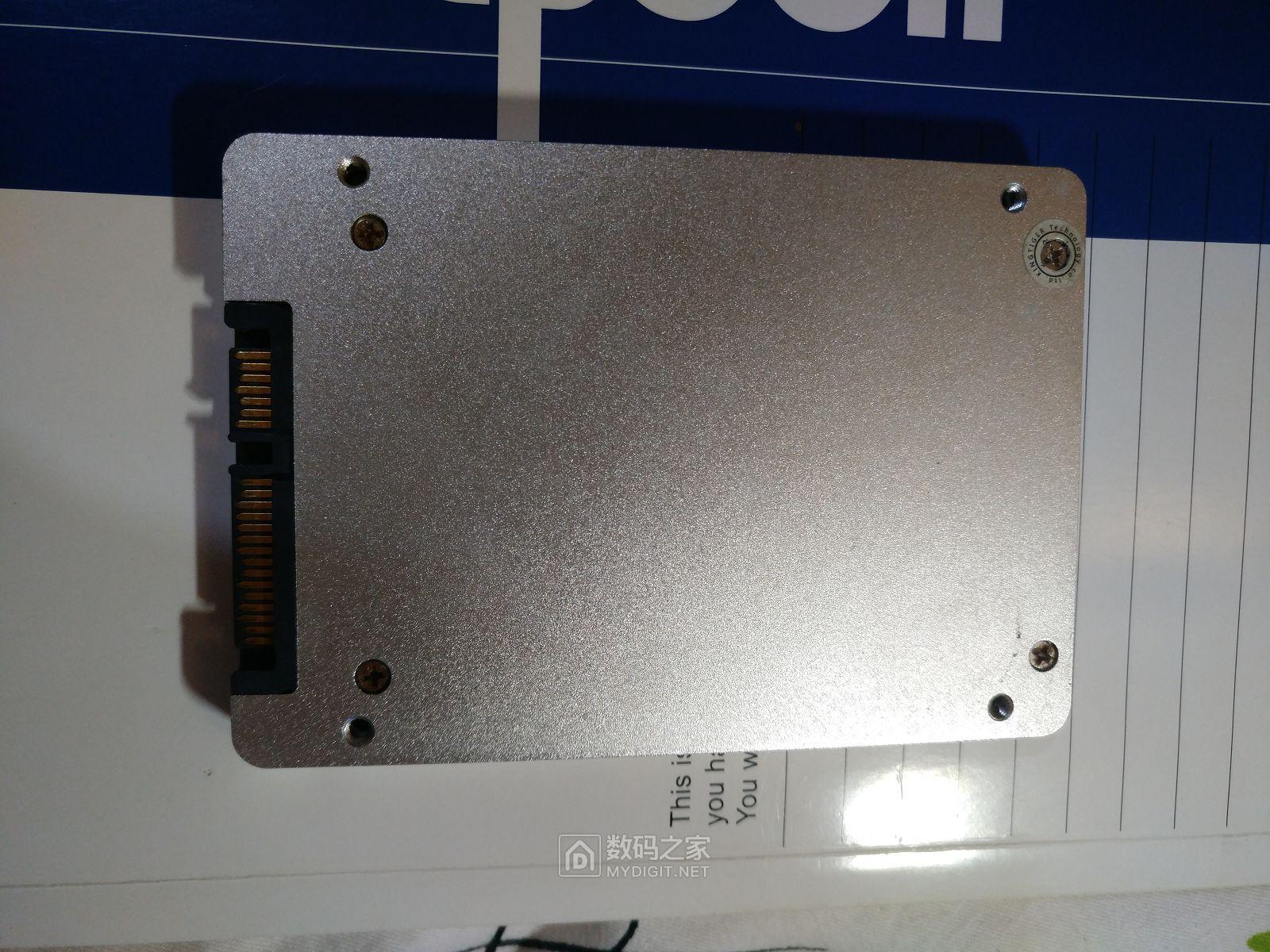 金泰克早期的固态硬盘,用料做工确实不错