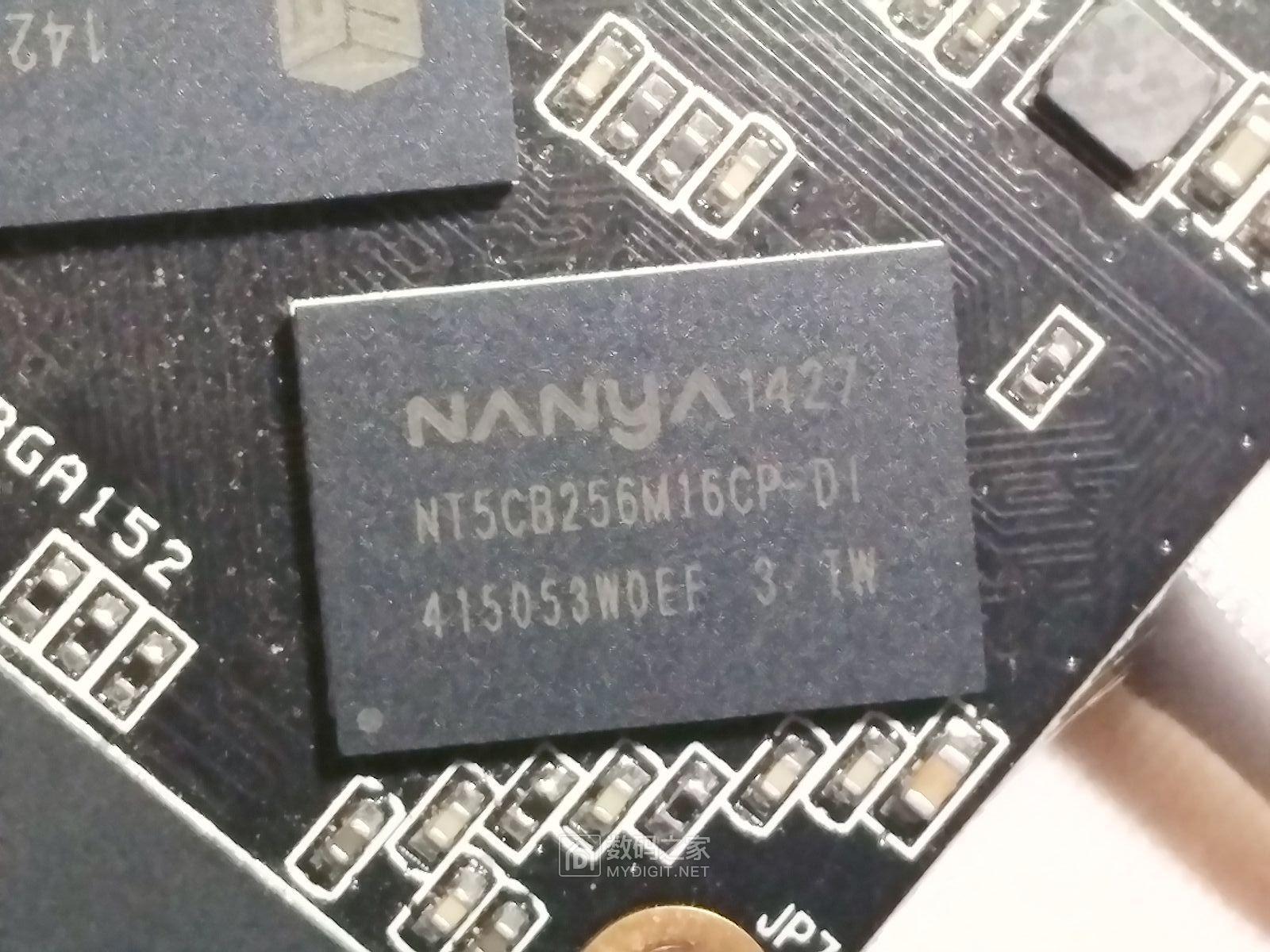 裸一个256G的云储 M746固态硬盘